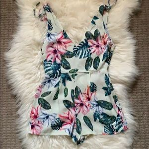 ❤️❤️Forever 21 Floral Romper size Small
